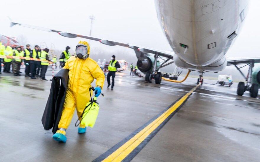 Vilniuje nusileido lėktuvas iš Milano, du keleiviai išvežti į ligoninę
