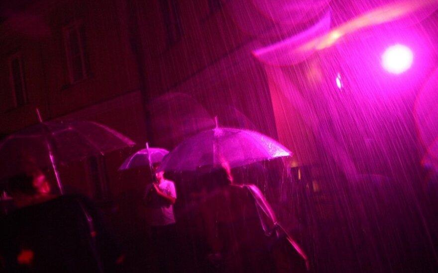 Kultūros naktį išprausė ir tikras, ir purpurinis lietus