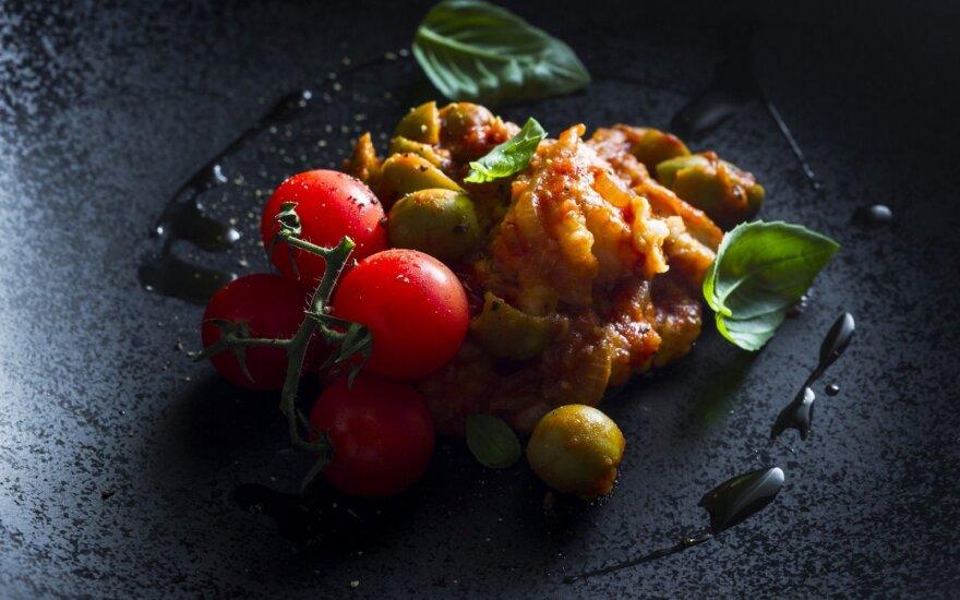 """Nostalgiškas Gian Luca Demarco receptas: menkė pomidorų """"jūroje"""""""