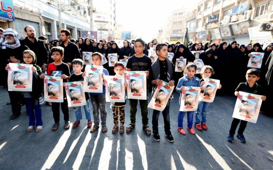 Žmonės gedi teroro akto Ahvaze aukų