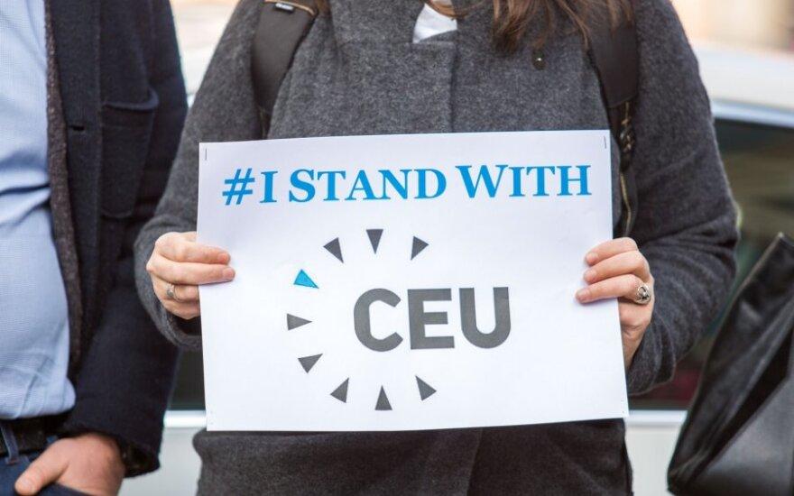 Soroso įkurtas Vidurio Europos universitetas išstumtas iš Budapešto