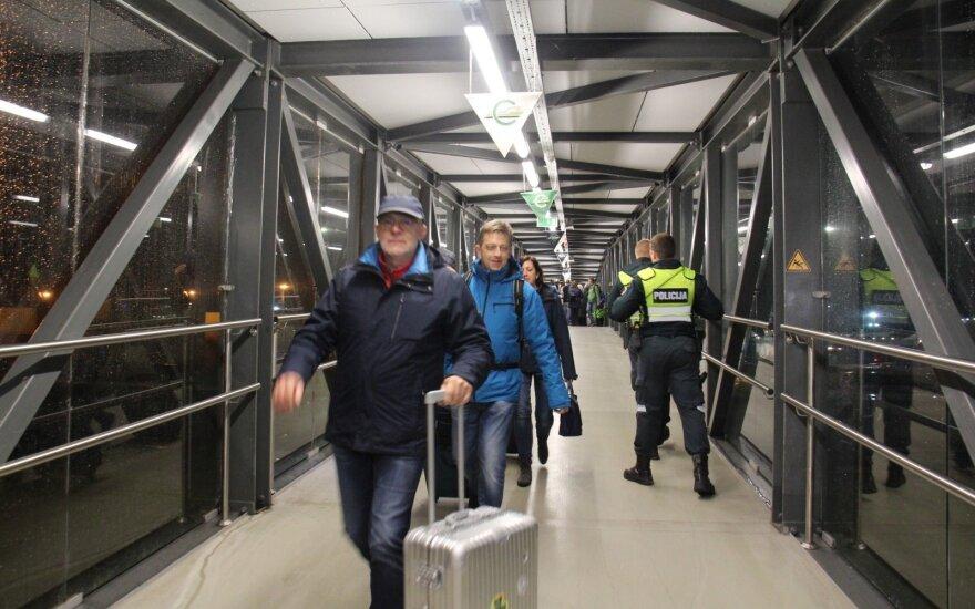 Išgelbėti degusio kelto keleiviai į pavojų reagavo labai skirtingai: dalis prisipažino puikiai praleidę laiką