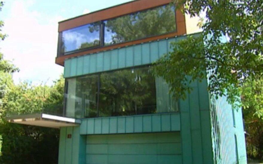 Gamtos apsuptyje įkurtas namas, kuriame net iš vonios atsiveria vaizdas į parką