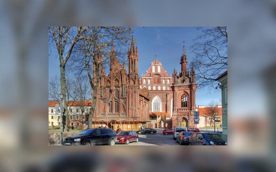 Sostinės Šv.Onos bažnyčios mūrus skrodžia lazeriu