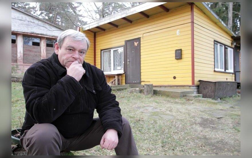 Vytautas Ercius prie namelio