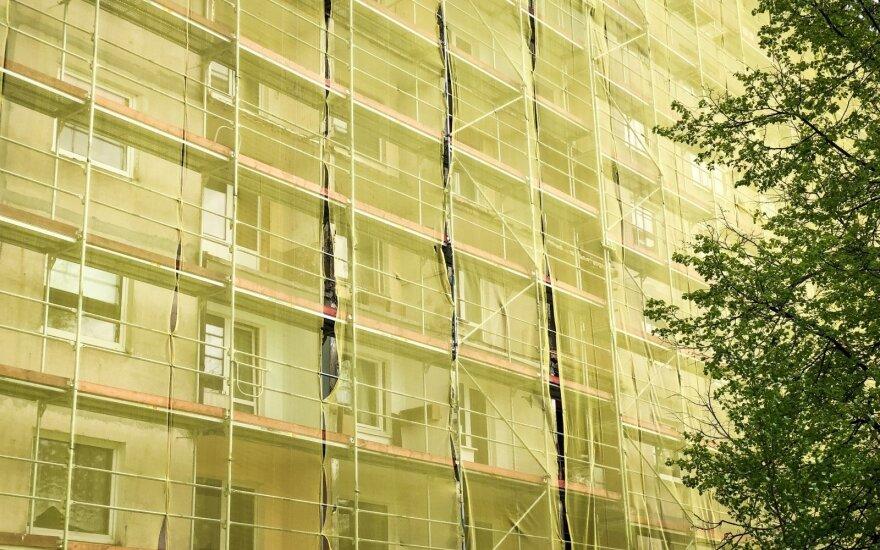 Vilniuje iš renovuojamo namo balkono iškrito 100-metė senolė