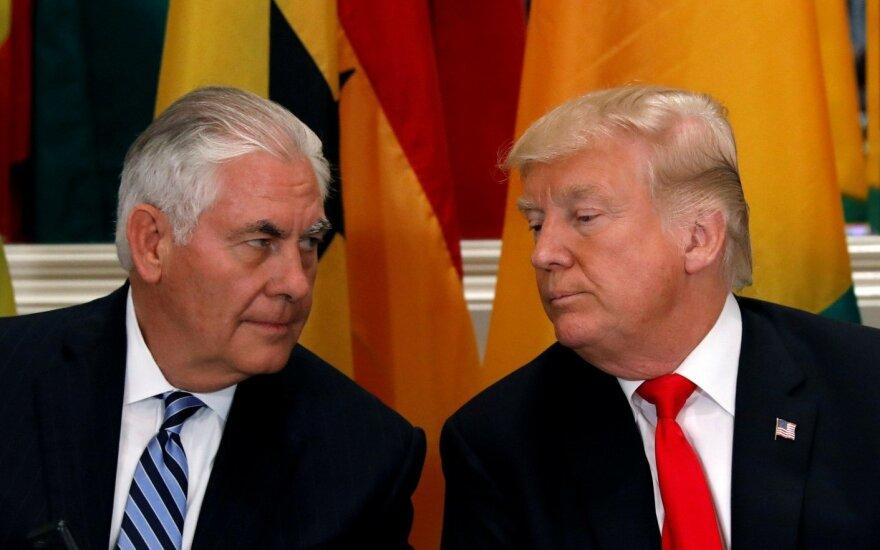 D. Trumpas teigia nežinąs, ar paliks R. Tillersoną valstybės sekretoriaus poste visą kadenciją