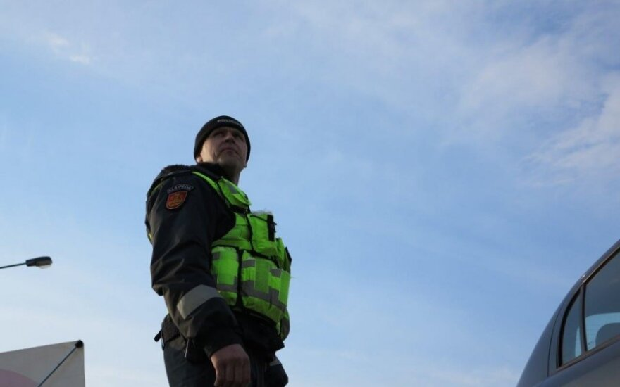 Kaukazietis policininkams aiškino, kad kelnės jam nesmunka, todėl saugos diržas nereikalingas