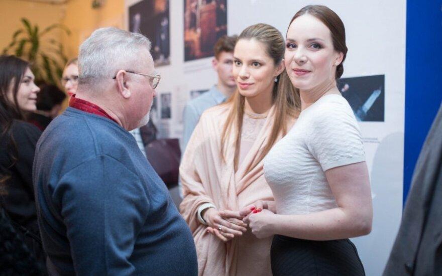 Valda Bičkutė (dešinėje)