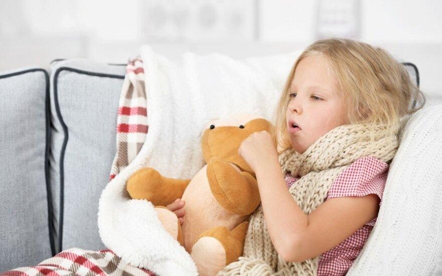 Atradome tikrai veiksmingus natūralius būdus vaikų kosuliui gydyti