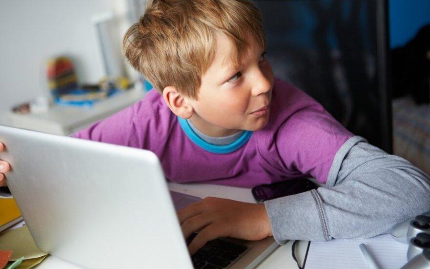 Vaikams negaili tūkstančių: išmaniaisiais apginkluojami net pirmokai