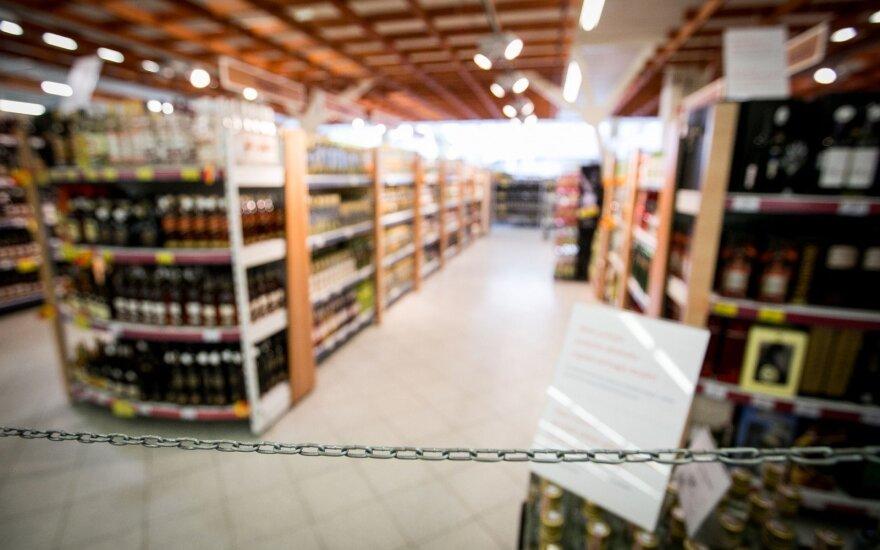 Prekybos tinklai apsisprendė: tik vienas neprekiaus alkoholiu perkeltą mokslų metų pradžios dieną