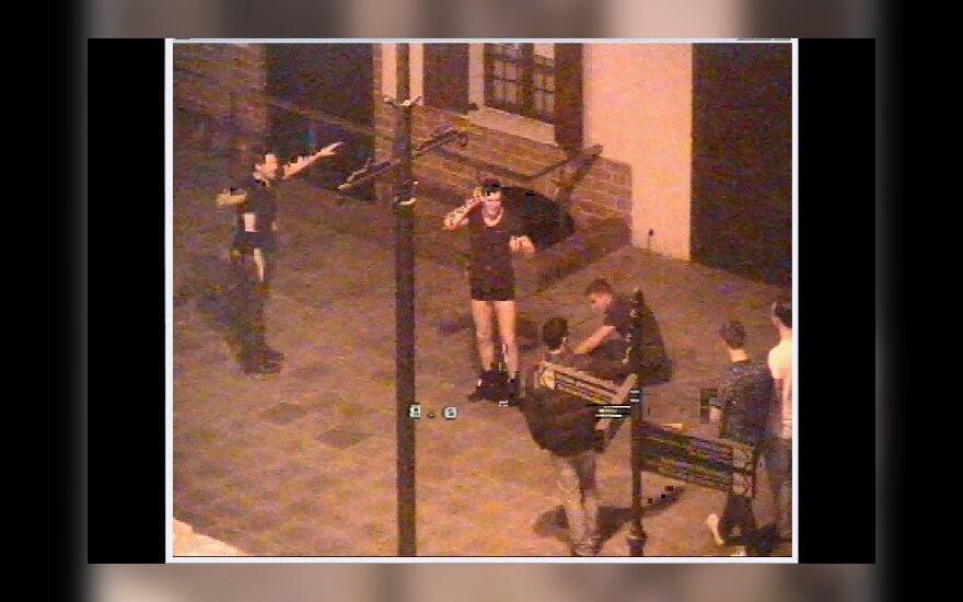 Vilniuje, Rotušės aikštėje siautėjo nuogaliai