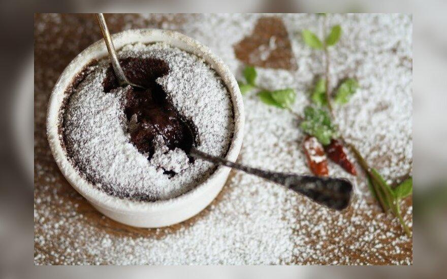 Įspūdingas desertas: šokoladinis suflė su džiovintomis slyvomis