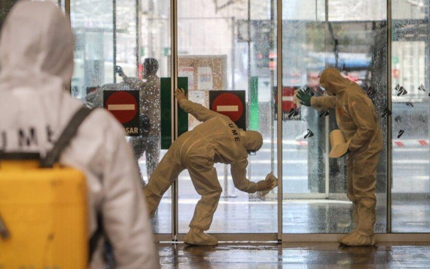 Ispanai nebeturi, kur dėti koronaviruso aukų: prekybos centrą pavers morgu