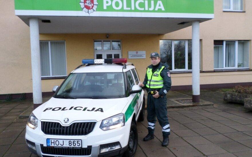 Pakliuvus į bėdą pareigūnas ištiesė pagalbos ranką