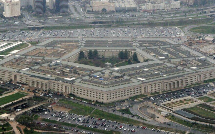 Pentagone – staigūs pokyčiai, demokratai skambina pavojaus varpais
