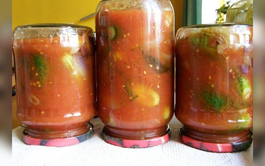 """""""Mano geriausias konservavimo receptas"""": agurkai su pomidorų padažu"""