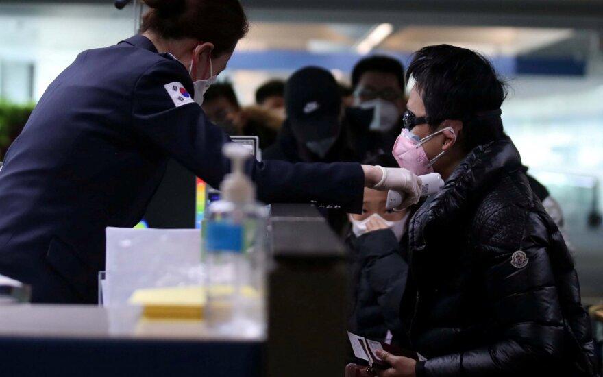Italija atšaukė karantiną kruiziniame laive, paskelbtą įtarus koronaviruso infekciją