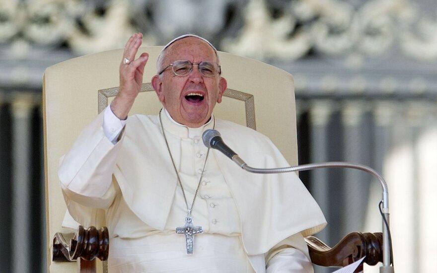 Popiežius meldžiasi už žemės drebėjimo sukrėstą Italiją
