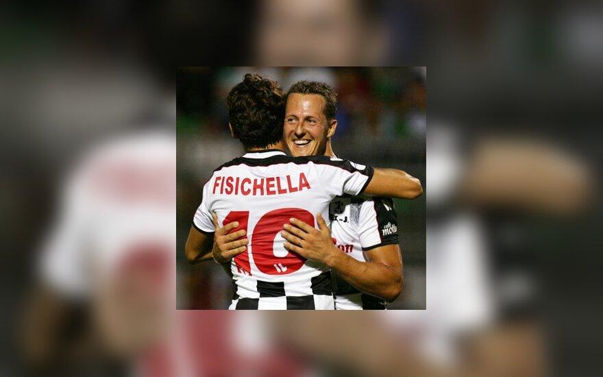 Michaelis Schumacheris glėbesčiuojasi su savo konkurentu Giancarlo Fisichella