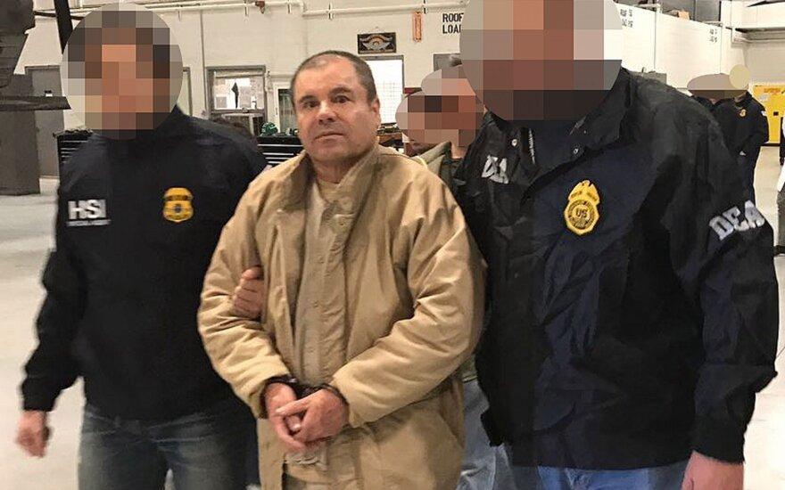 "Narkotikų barono ""El Chapo"" advokatai: Sinaloa kartelis davė kyšių Meksikos prezidentams"