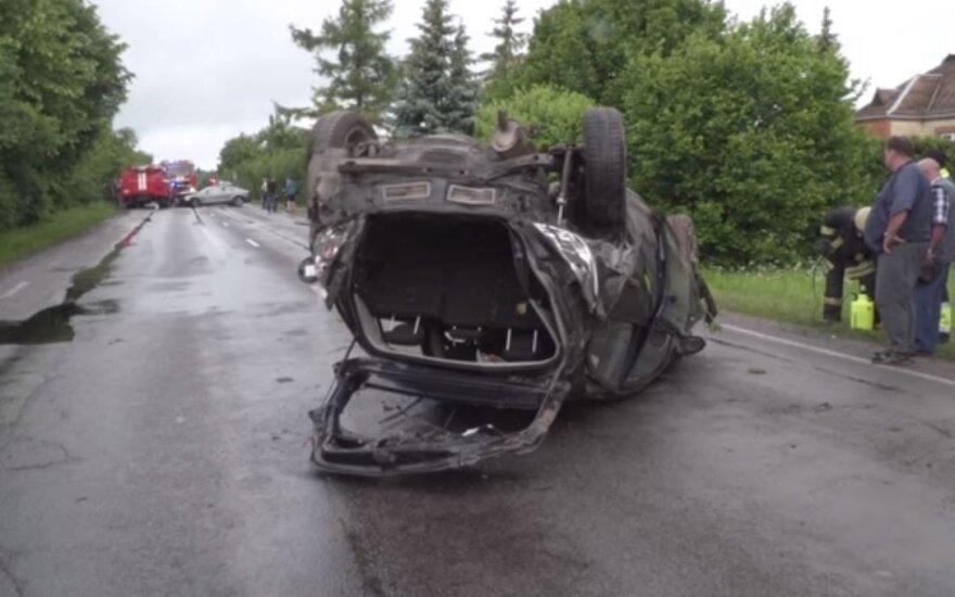 Dėl kraupios avarijos Dotnuvoje iš tarnybos išmesti dar du policininkai