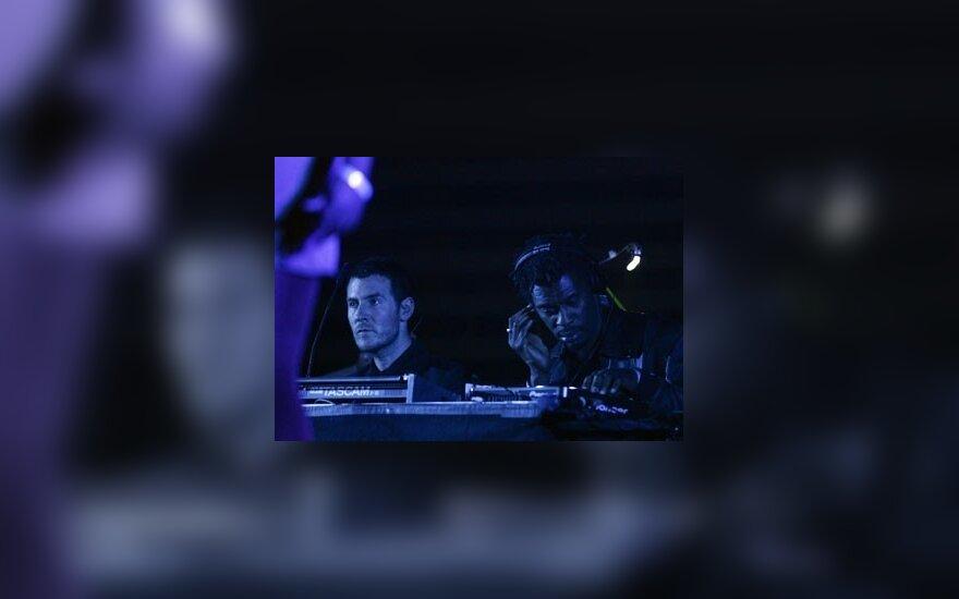 """Robertas Del Naja (kairėje) ir Daddy G iš britų grupės """"Massive Attack"""""""