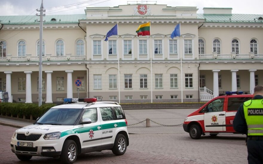 """Mentally unstable"" man in bomb hoax outside Lithuanian president's palace"