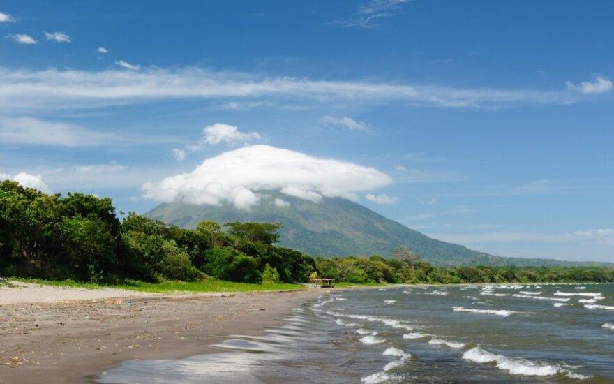 Ežerų ir ugnikalnių šalis su fantastiškais paplūdimiais
