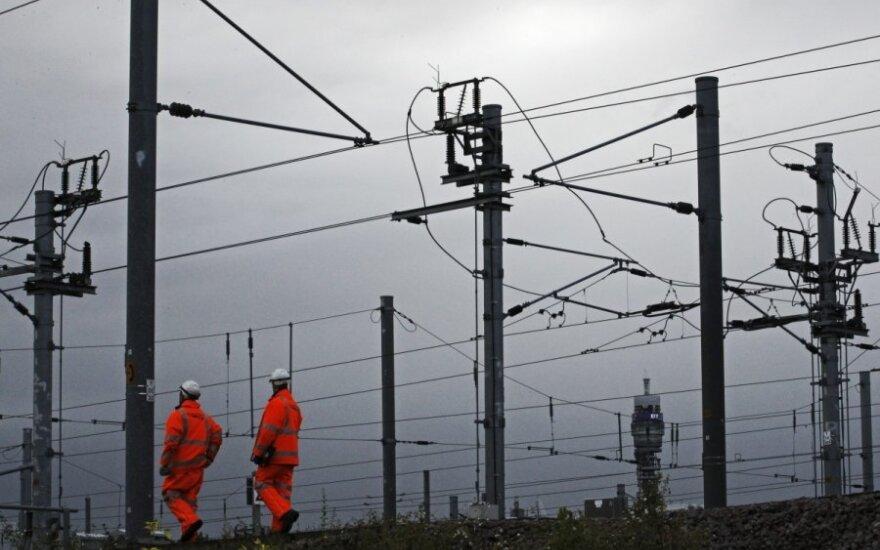 """Milijardus kainavusio Londono geležinkelių tinklo """"Crossrail"""" atidarymas atidedamas"""