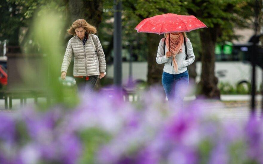 Vasariškos šilumos teks palaukti: po saulėto šeštadienio orai vėl subjurs