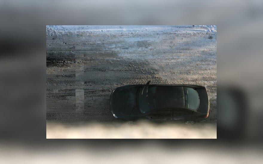 Keliuose eismo sąlygos sudėtingos ir permainingos