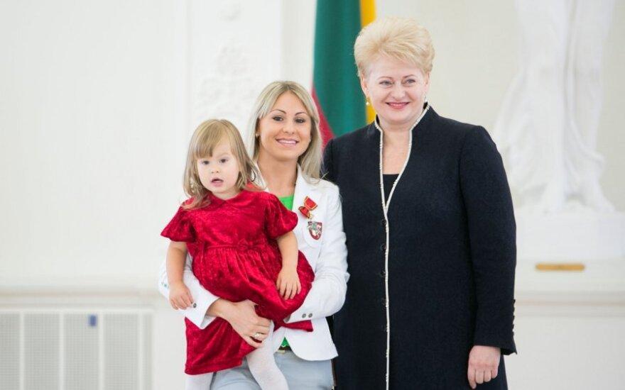 Laura Asadauskaitė-Zadneprovskienė su dukra ir Dalia Grybauskaitė