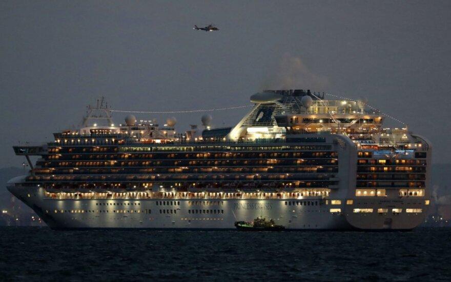 Japonijoje kruiziniame laive su 3 500 keleivių paskelbtas karantinas