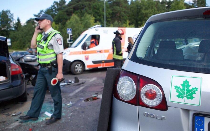 Įvardijo pradedančiųjų vairuotojų klaidas: neįvertina ne tik pavojų, bet ir savo gebėjimų