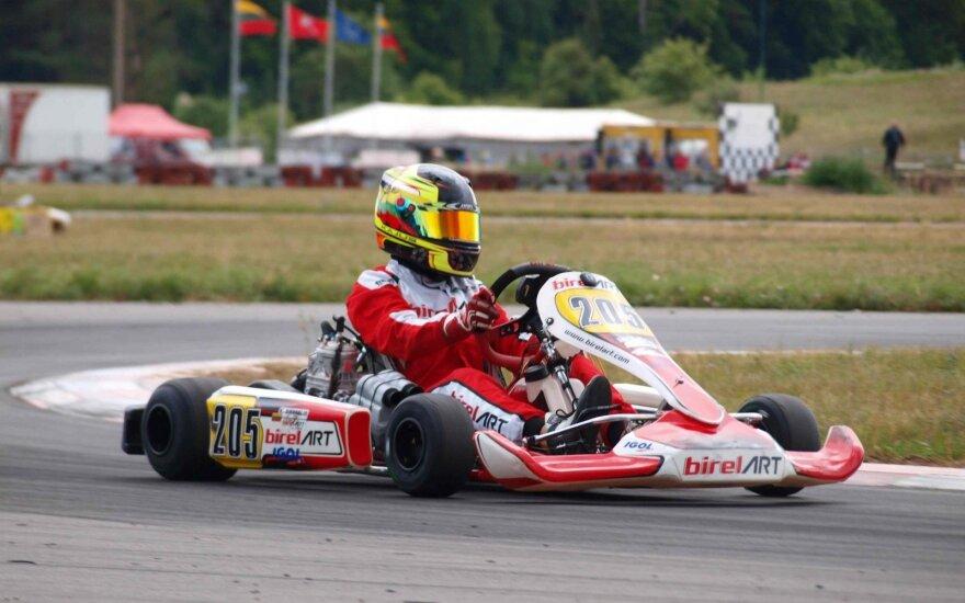 """""""Lenktynių linija"""" lydė asfaltą kartingo čempionate Aukštadvaryje"""