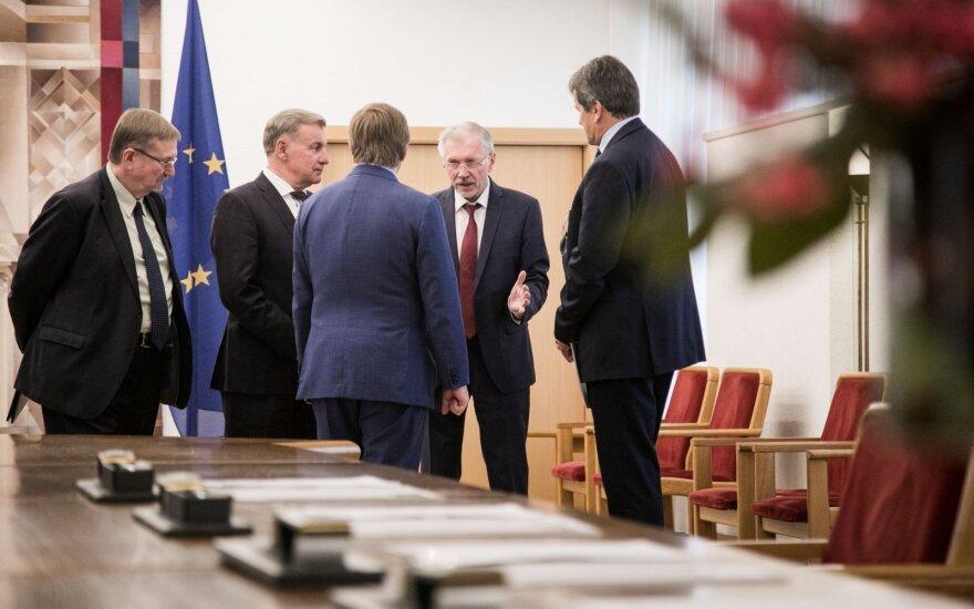 Seime vėl pritrūko balsų priimti pataisas, leidžiančias partijų ir komitetų koalicijas