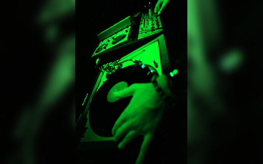 DJ, didžėjus, muzika, plokštelės, muzika, vakarėlis