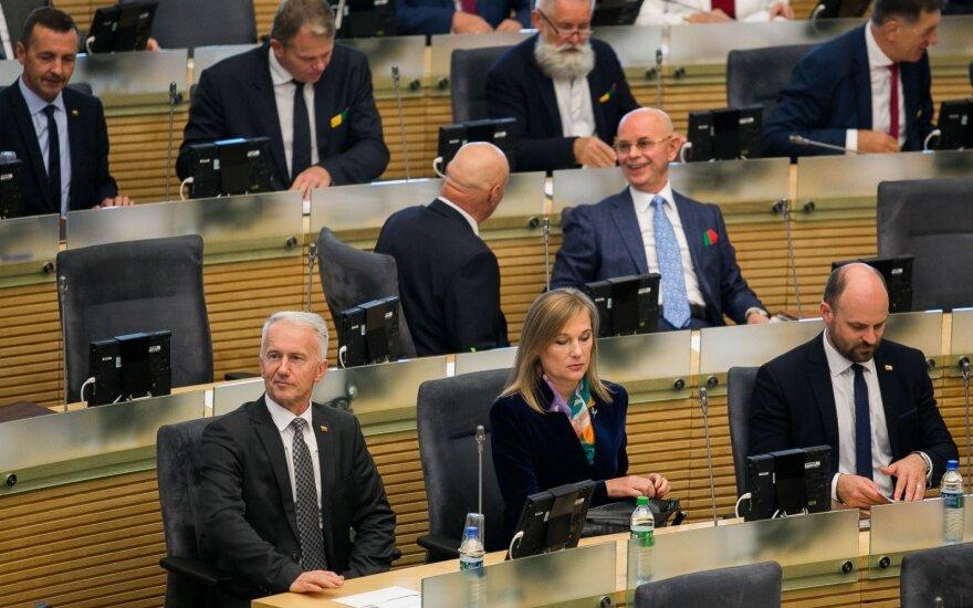 Didinti algas siūloma tik naujai išrinkto Seimo nariams