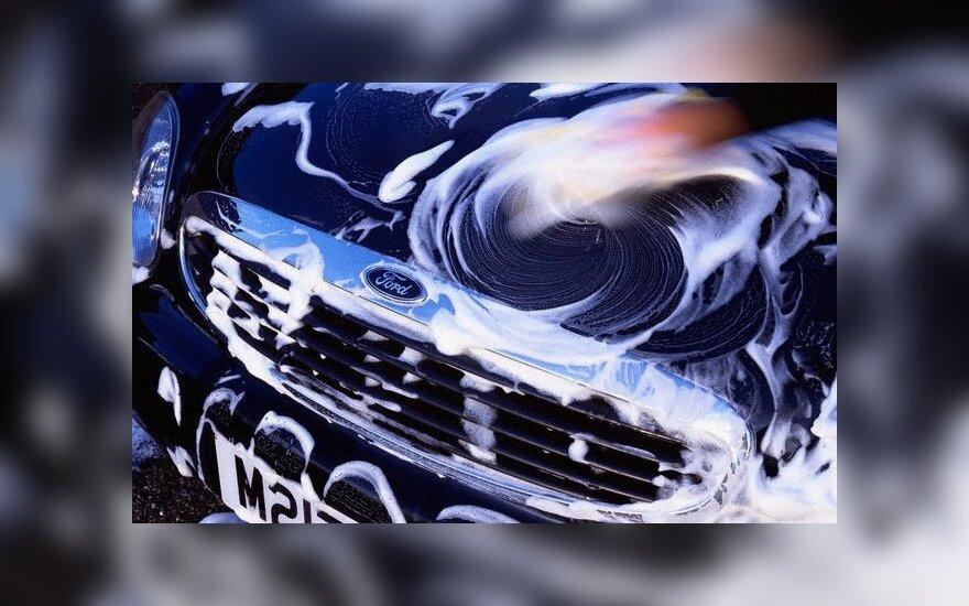 Pavasarį automobilius plauna ir didžiausi nevalos