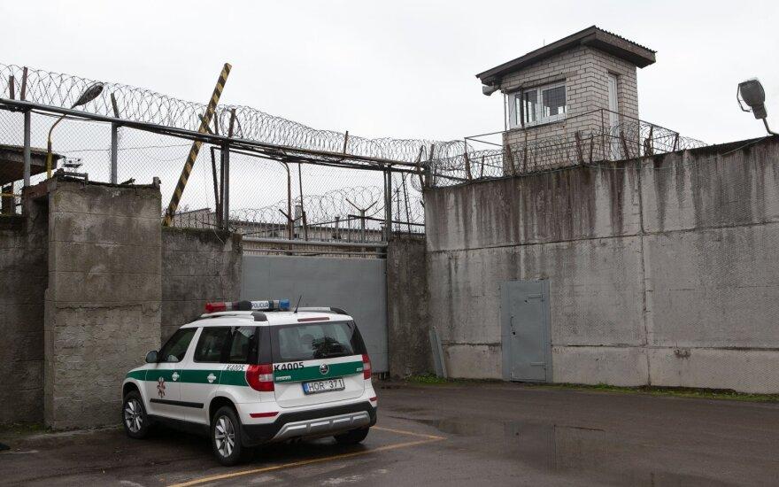 Pravieniškėse – žiaurus kalinių išpuolis: paryčiais rastas sunkiai sužalotas nuteistasis