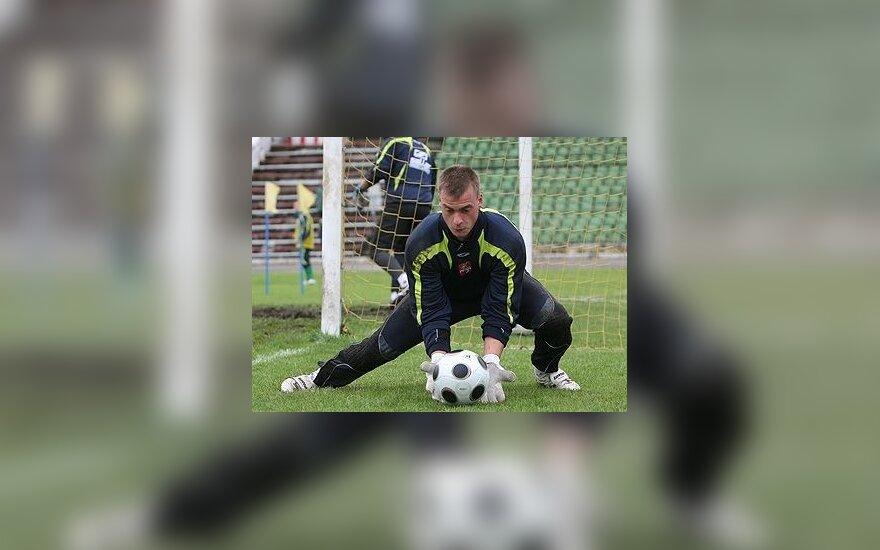 """""""Dinamo"""" pasiruošęs parduoti Lietuvos rinktinės vartininką Ž.Karčemarską"""