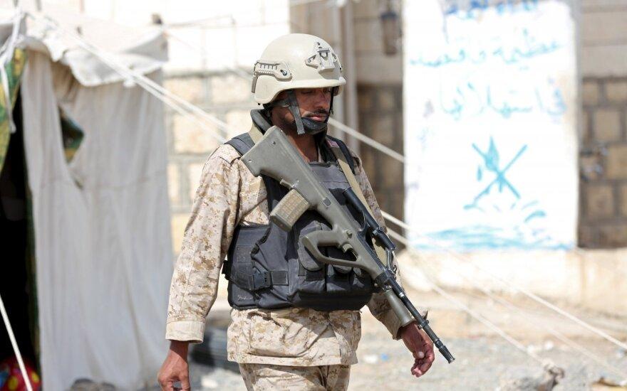 Jemene nukritus sraigtasparniui, žuvo keturi Emyratų kariai