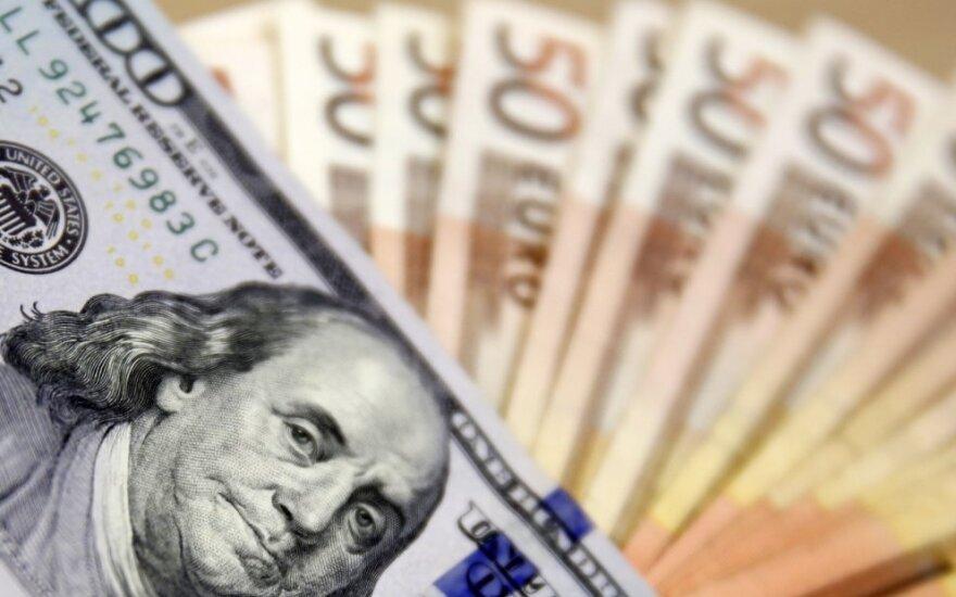 JAV dolerio kursas pasiekė aukščiausią nuo sausio mėnesio lygį