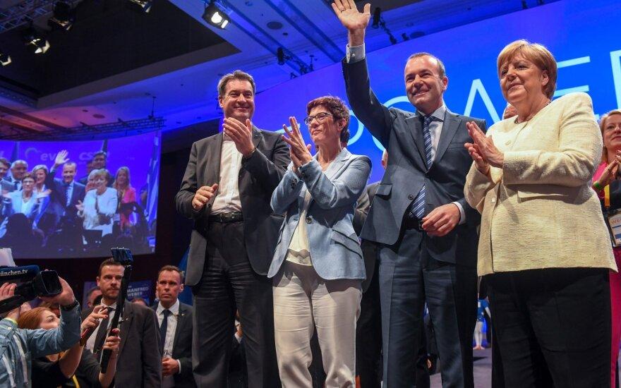 Vokietijoje EP rinkimuose pirmauja Merkel centro dešiniųjų partijų blokas