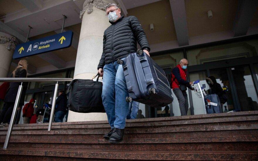 Nuo liepos rekomenduojama pradėti švelninti apribojimus kelionėms į ES