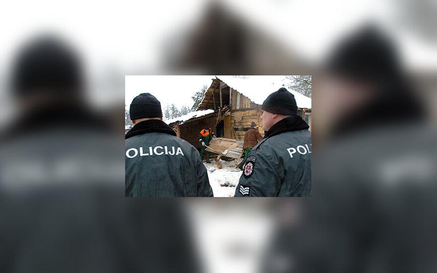 Vilniaus romų tabore griaunami nelegalūs statiniai