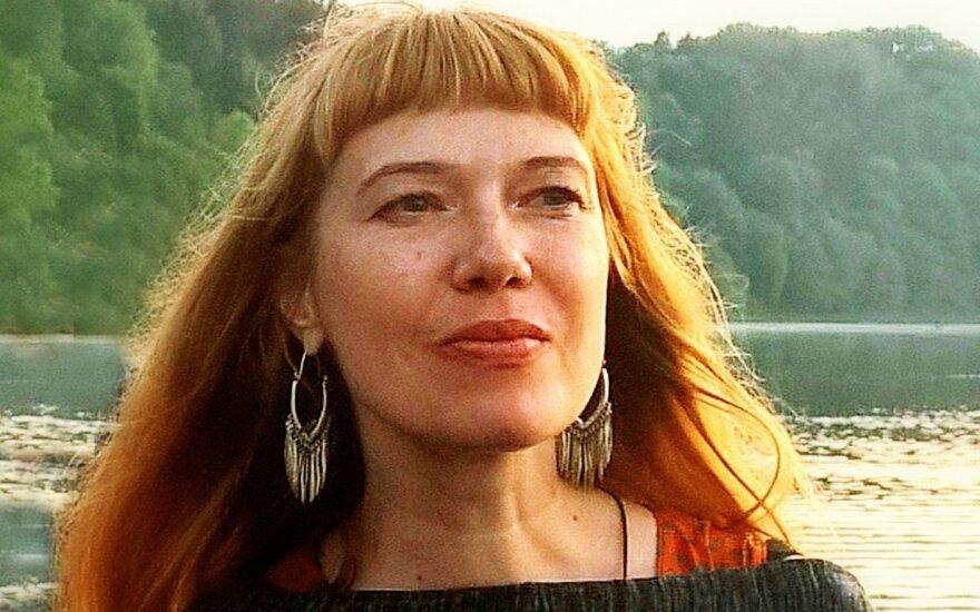 """Romano """"Kvėpavimas į marmurą"""" autorė Laura Sintija Černiauskaitė: kinas pratęsia komercinį knygos gyvenimą (R. Tamošaičio nuotr.)"""