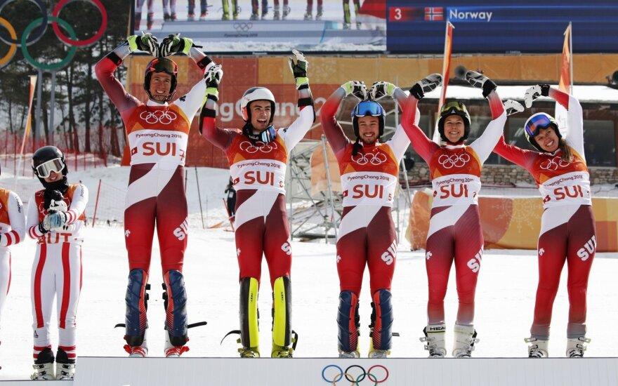 Iš kairės: Ramon Zenhaeusern, Denise Feierabend, Wendy Holdener, Daniel Yule ir Luca Aerni